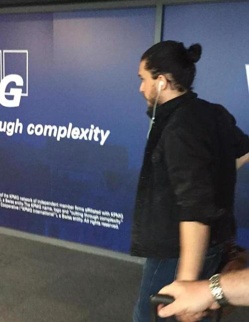 Кит Харингтон в аэропорту Белфаста