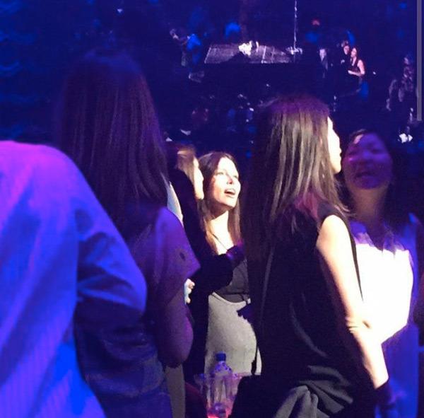 Джессика Бил на концерте Тимберлейка