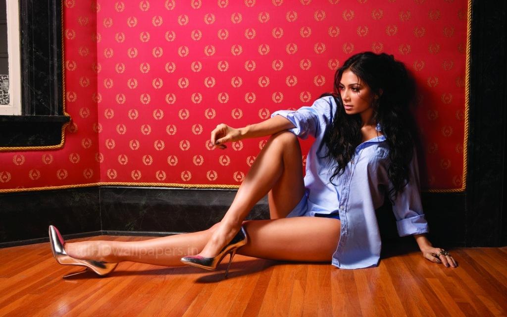 Бледная девушка с красивыми ногами фото 570-946