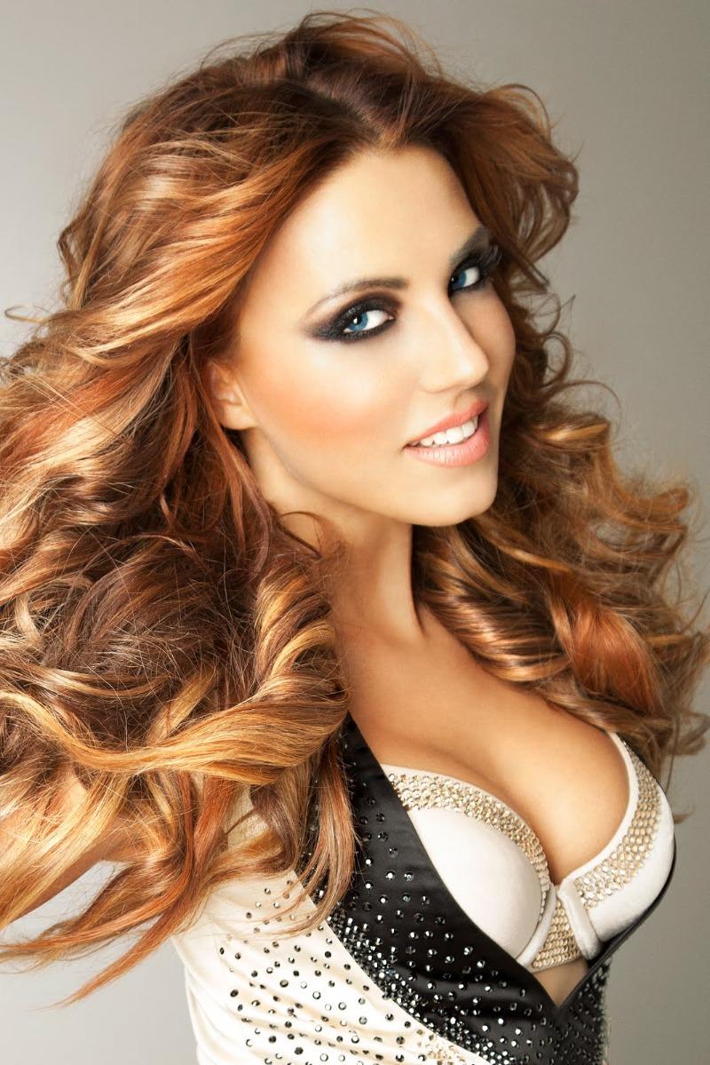 Алина Артц в нижнем сексуальном белье на красивых эро фотках
