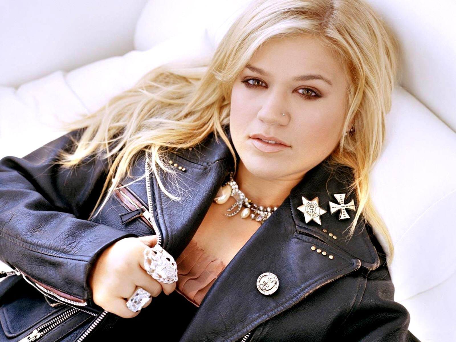Listen to Kelly Clarkson Radio free! Stream songs by Kelly Clarkson amp similar artists plus get the latest info on Kelly Clarkson!